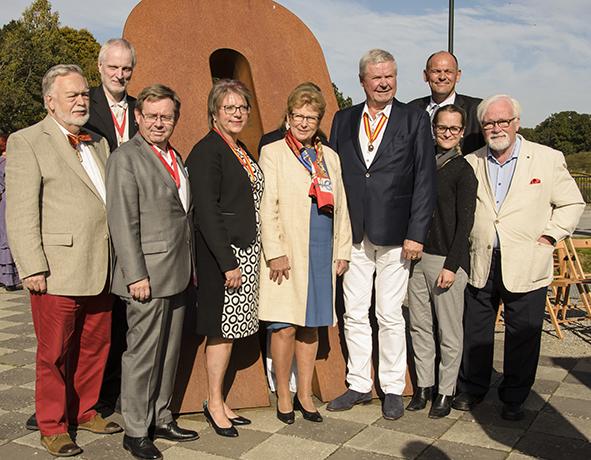 Invigningen av konstverket Mittelen, uppfört av Lars Ekholm, i oktober 2009. tillsammans med Skånska Akademien. Från vänster: