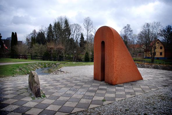 Mittelen, konstverk av Lars Ekholm. Konstverket markerar Skånes geografiska mittpunkt.